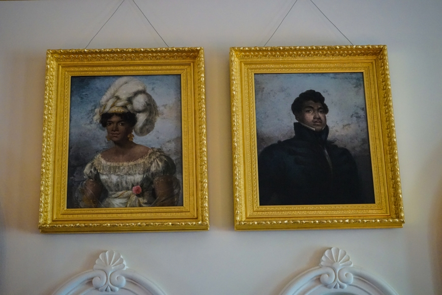 A royal couples' portrait in Iolani Palace.